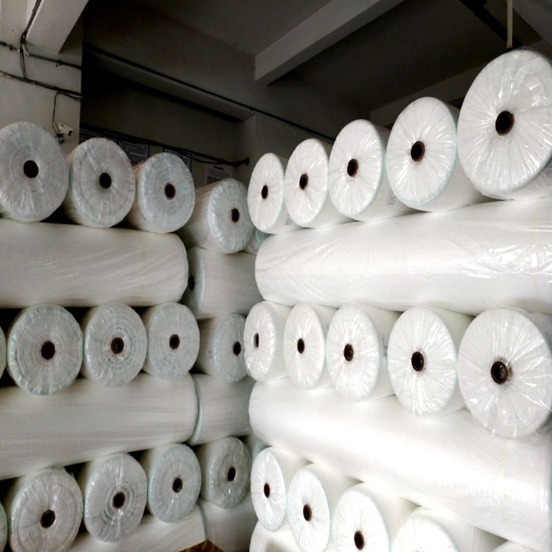 Anti-UV extra-width pp spubond non woven for frost protection